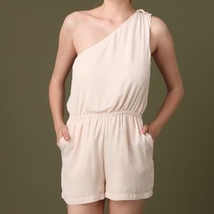 🎉HP🎉💥SALE💥NWT One Shoulder Cream Romper
